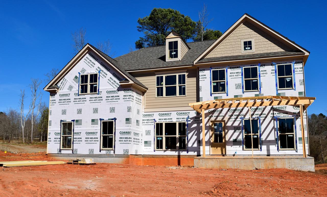 Tutte le case possono essere coibentate, che siano costruzioni vecchie o nuove, attraverso tecniche diverse, ma ciò che rende l'intervento efficace è soprattutto l'attenzione per alcuni dettagli, come ad esempio l'isolamento degli infissi.