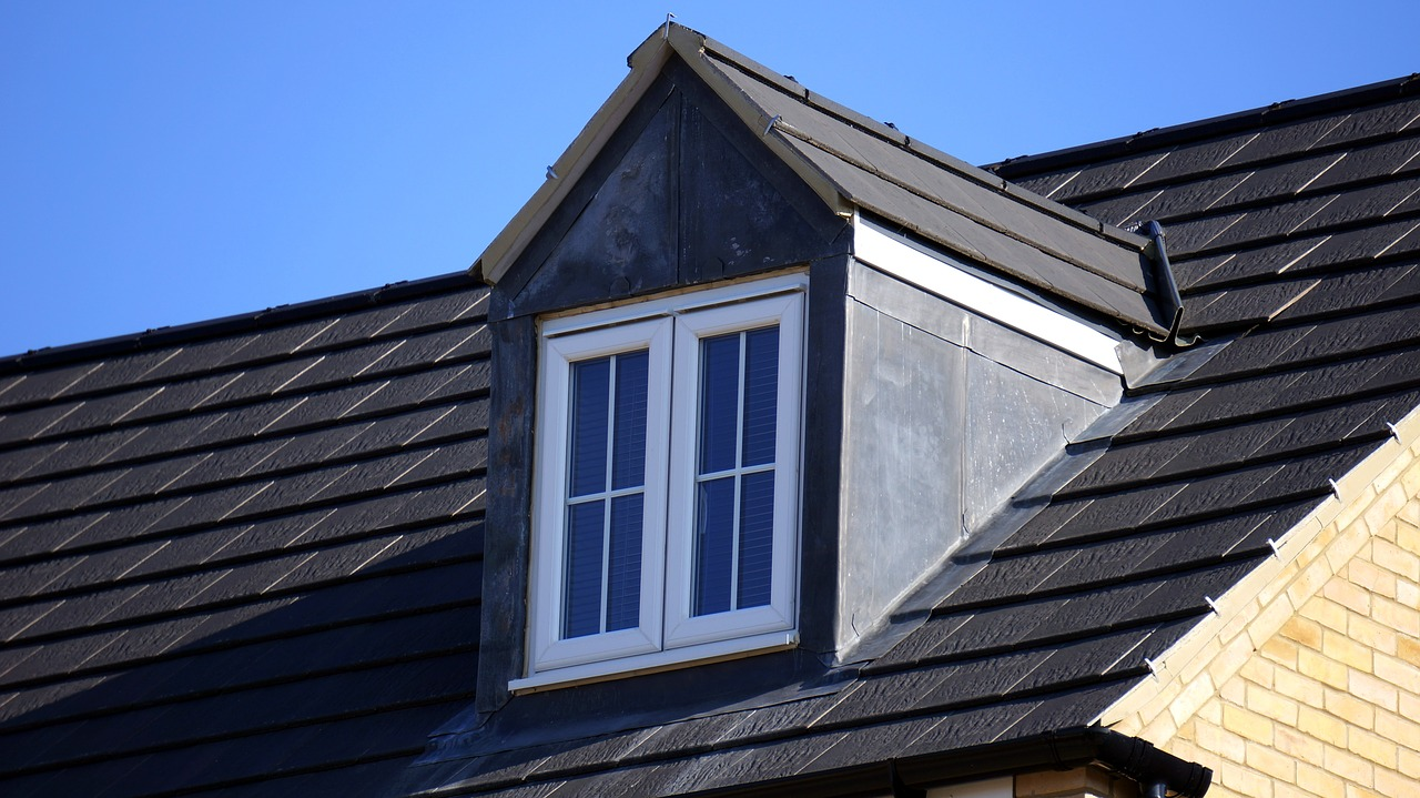 Il tetto ventilato isolato è una tipologia di struttura delle coperture adottata soprattutto nelle case abitabili. Permette di abbassare le temperature interne della casa, durante i mesi caldi, grazie a un ottimale ricircolo dell'aria.